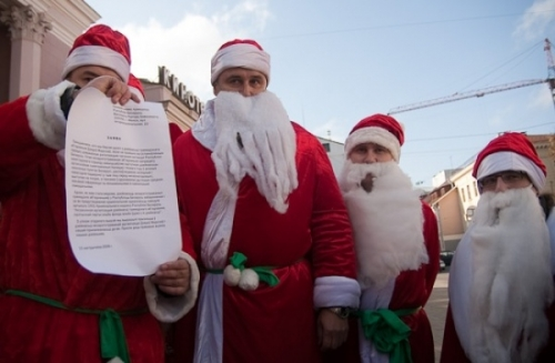 Belarusian Santa Clauses surrendered to prosecution agency (photo)