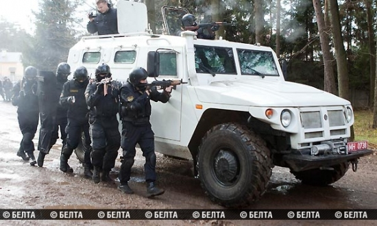 Belarusian and Russian riot police conduct common trainings before elections