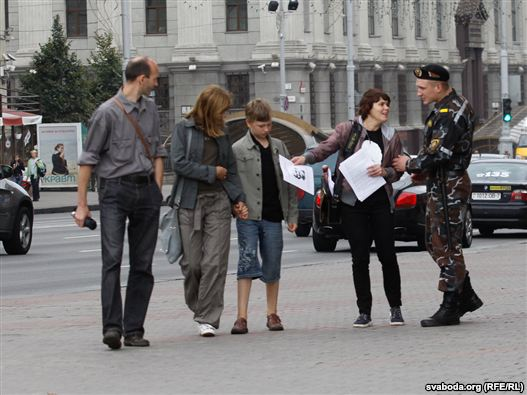 6 activists detained in picket of support to Ales Bialiatski in Minsk - photo