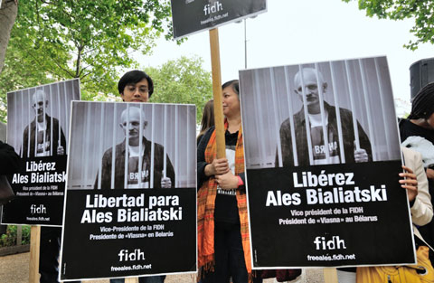 Paris demands to release Ales Byalyatski - photos