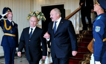 Lukashenko aspires to be in the Russo-American conflict�s epicenter