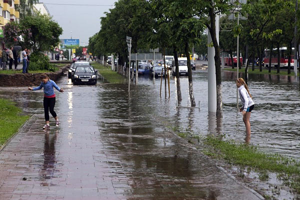 Heavy rain causes flooding in Viciebsk
