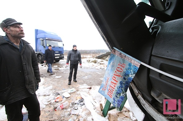 Truck falls down from bridge near Minsk (photo)