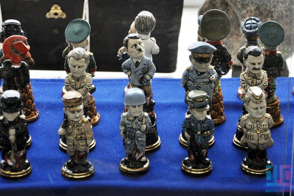 Art gallery in Minsk selling figures of Hitler (photo)