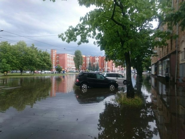 Minsk hit by heavy storm: city center flooded, uprooted trees, damaged cars