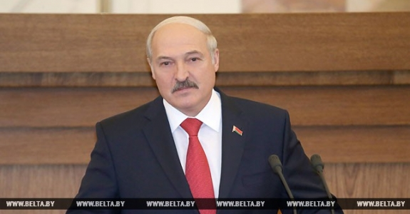 Lukashenka to MPs: We aren't sitting on two chairs, but flying on one wing!