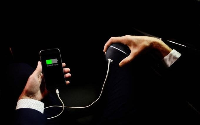 Teenager invents phone charger which generates energy from the human body